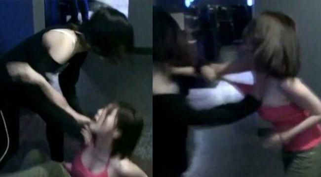 """Cận cảnh 2 cô gái """"combat"""" lột đồ ngay trong quán net"""