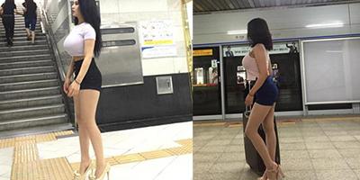 Chỉ đứng chờ tàu điện, cô gái bỗng nổi tiếng vì vòng một cực phẩm