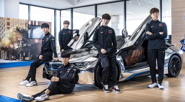 Liên Minh Huyền Thoại: Faker tạo dáng cực ngầu bên siêu BMW