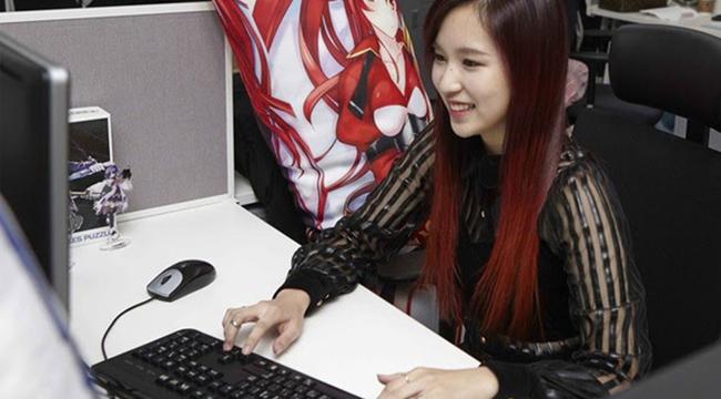 """Sắm dàn PC khủng để cày game, Mina (Twice) khiến hội game thủ """"GATO"""" cực độ"""