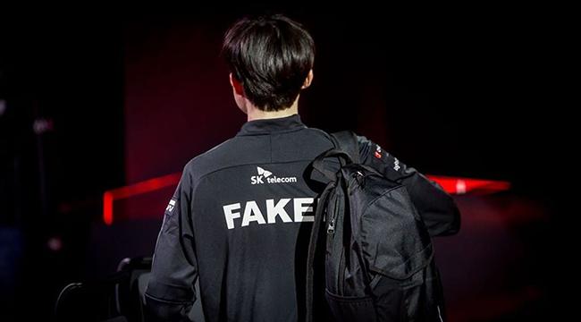 """LMHT: Faker """"tái xuất"""" đầy lạc lõng giữa đội hình của T1"""