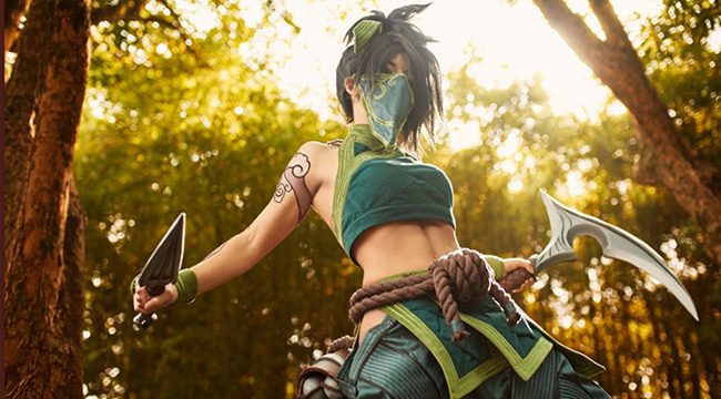 LMHT: Không thể rời mắt trước cosplay Akali đầy mạnh mẽ
