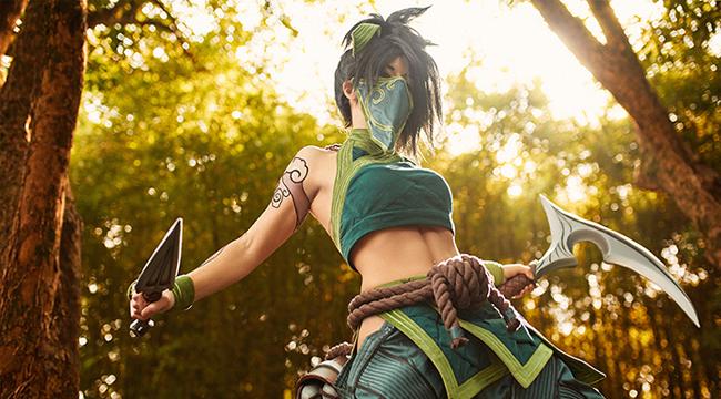 LMHT cosplay: Đắm chìm trong thần thái chiến binh đầy cuốn hút của Akali