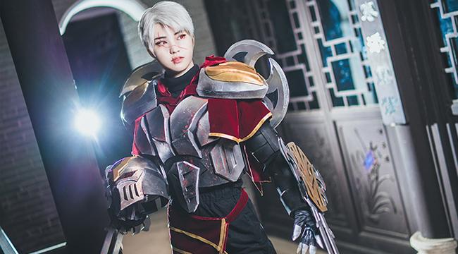 LMHT cosplay: Màn lộ mặt đỉnh cao của Zed với sự hoá thân của nữ cosplayer