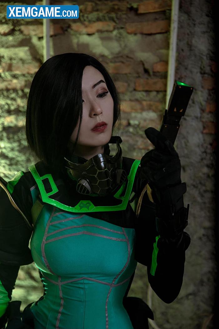 VALORANT: Mãn nhãn với cosplay đầy thần thái của Viper - Nữ chúa độc dược