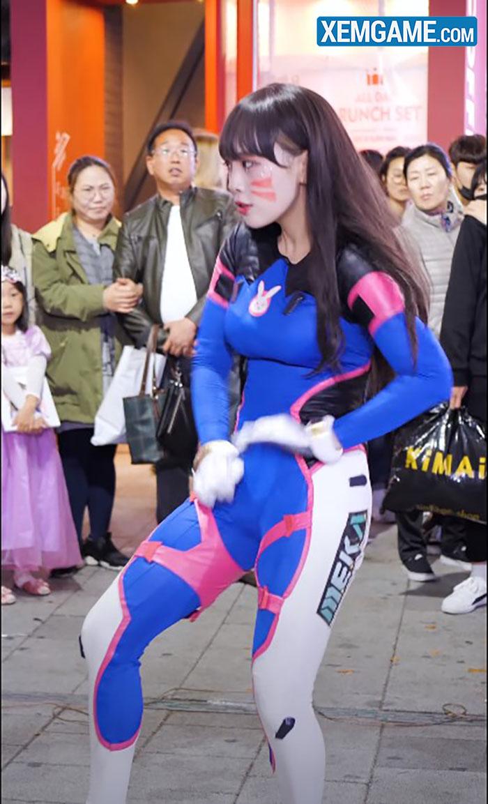 Nữ cosplayer gây sốt với màn cover Dance twerk hông cực nóng bỏng