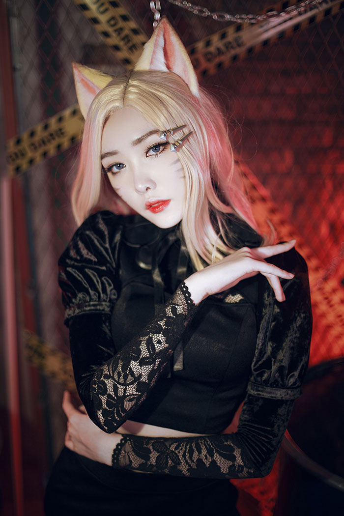 LMHT: Tan chảy với cosplay Ahri K/DA The Baddest ngọt ngào như cô nàng bàn bên