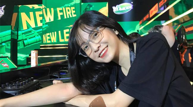 Nữ trọng tài Free Fire Mobile khiến cộng đồng đang săn tìm là ai?