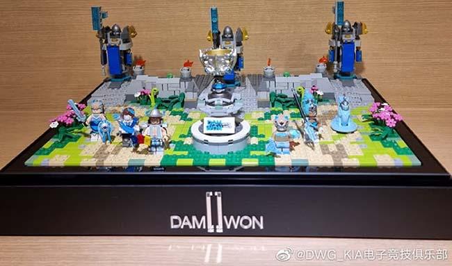 """LMHT: Ngoài cúp và skin CKTG, Riot Games Hàn còn tặng riêng quà """"đặc biệt"""" cho Damwon"""