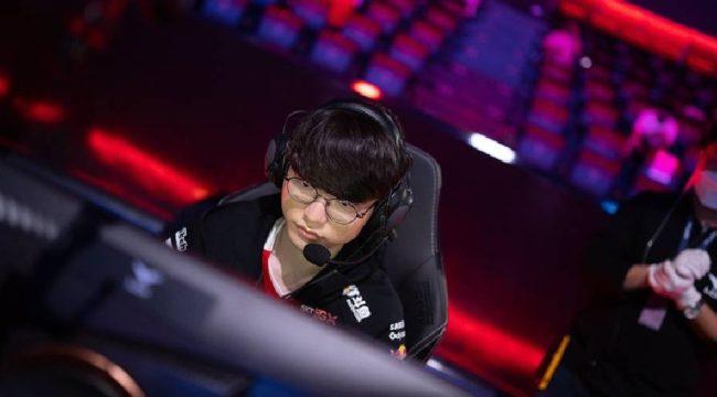"""LMHT: T1 Esports thắng nghẹt thở trong cuộc """"đại chiến viễn thông"""""""