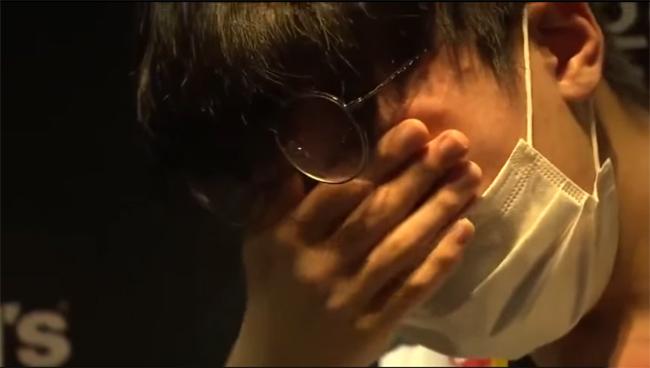LMHT: Thành tích bết bát, sao trẻ Jett của DragonX bật khóc trước bao người xem